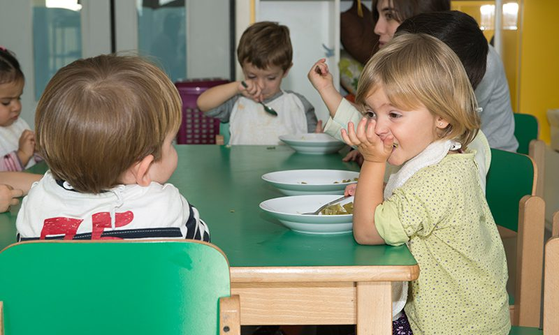 Escuela-Infantil-de-Oteiza-Hora-de-la-comida