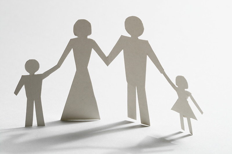 familia-de-la-mano-de-papel