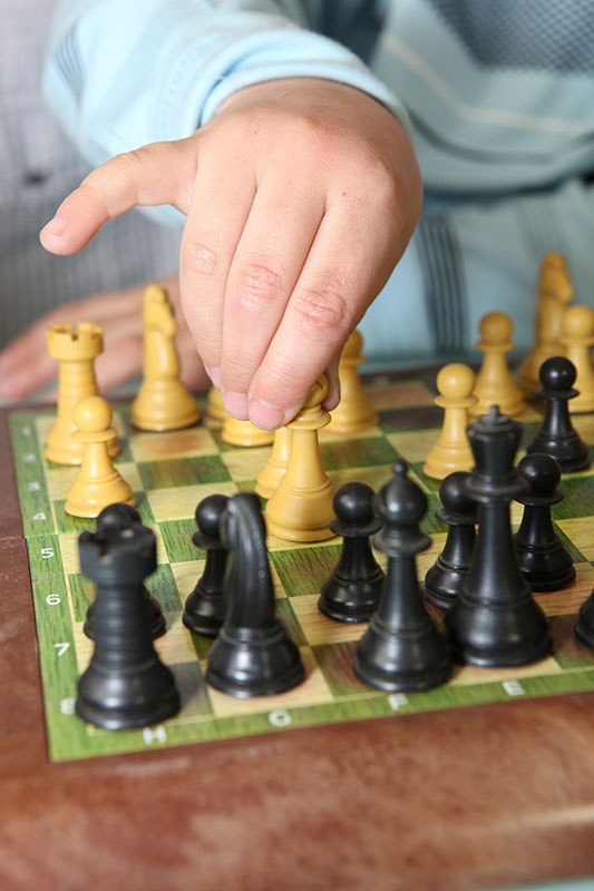 ninos-jugando-ajedrez-02