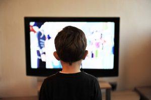 niño televisión